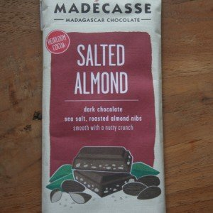 madécasse met zeezout en amandel chocolade reep