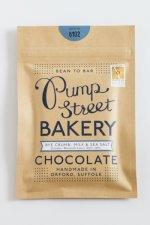 rogge en zeezout in melkchocolade van pump street bakery