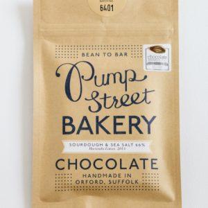 zeezout en zuurdesem in chocolade van pump street bakery