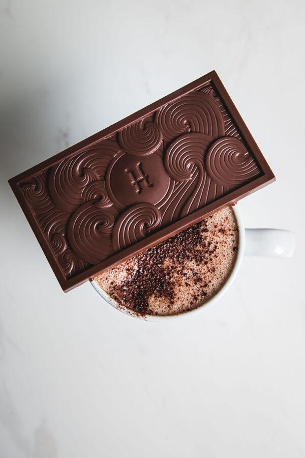 chocolade met koffie. een beter cappuccino of espresso met bean to bar chocolade