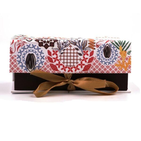 mooie cadeauverpakking van chocolademakers uit indonesie krakakoa bean to bar chocolades met smaak in mooie geschenkset