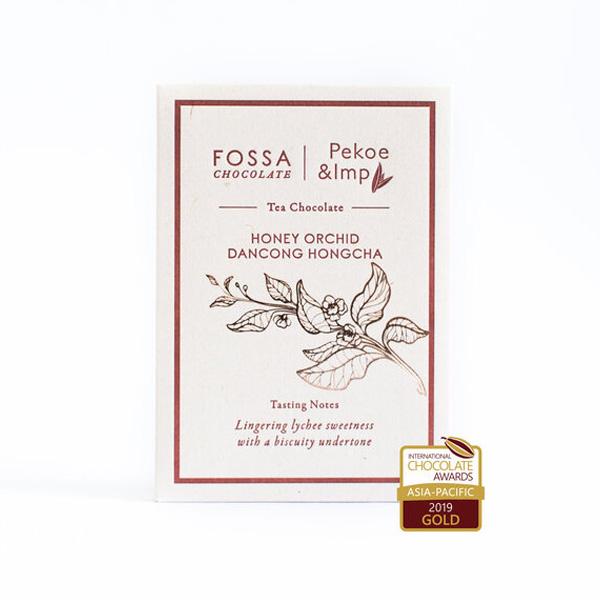 honey dancong hongcha zwarte thee chocolade van fossa bean to bar origine chocoladereep met theebladeren
