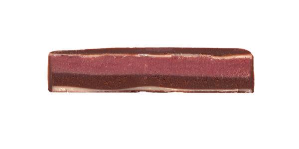 chocolade van zotter gevuld met marc de champagne en rode bes heerlijk genieten van lekker snoep uitdelen samen familie