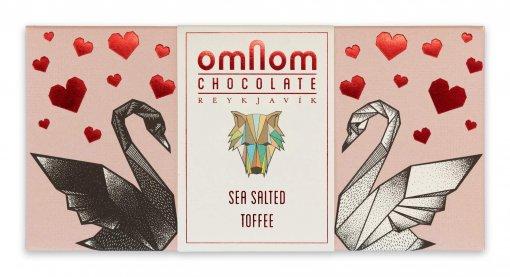 gezouten toffee chocolade verparkking met hartjes en zwanen mooi design exclusief cadeau designer ijsland reykjavik chocoladereep