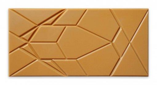gezouten toffee chocolade met een mooie donkere kleur en een prachtig mal van omnom uit ijsland