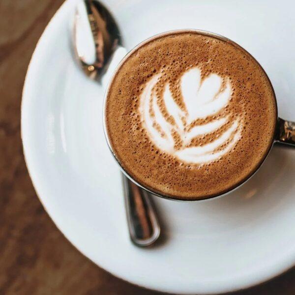 fu wan cacaopoeder koffie capucinno schuim kopje van bovenaf kwaliteitscacao